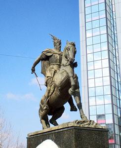 Scanderbeg Monument in Prishtina (Photo: Robert Elsie, February 2008)