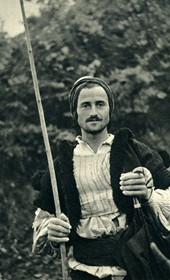 GM020: A peasant from Milot on the Mat River (Photo: Giuseppe Massani, 1940).