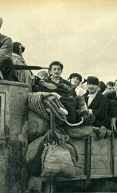 GM025: Public transportation on a truck (Photo: Giuseppe Massani, 1940).