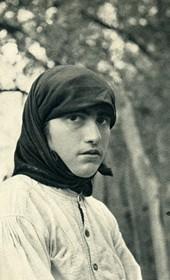 GM028: Young girl in Mirdita (Photo: Giuseppe Massani, 1940).