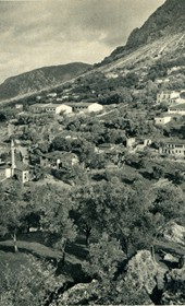GM053: View of Kruja, taken from the fortress (Photo: Giuseppe Massani, 1940).