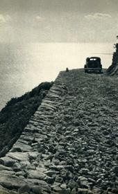 GM083: The coastal road in Himara (Photo: Giuseppe Massani, 1940).