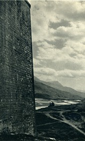 GM106: Walls of the fortress of Tepelena (Photo: Giuseppe Massani, 1940).