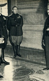 GM135: Benito Mussolini (left) meeting the Albanian Prime Minister Shefqet Bey Vërlaci (1877-1946) (third from right) in Rome on 16 April 1939 (Photo: Giuseppe Massani, 1940).