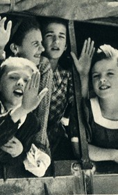 GM157: Children in a truck (Photo: Giuseppe Massani, 1940).