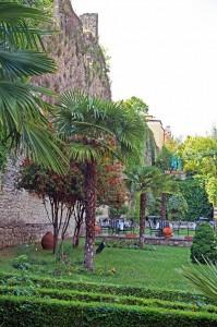 Restuarant Real Skampis – Parkanlage und Ausgrabungen innerhalb der Stadtmauern