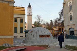 Eingang zum Museum BunkArt 2 in Tirana