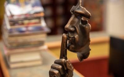 La «regla del silencio incómodo»