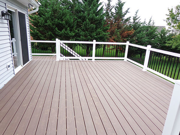 Composite and Vinyl Deck 11