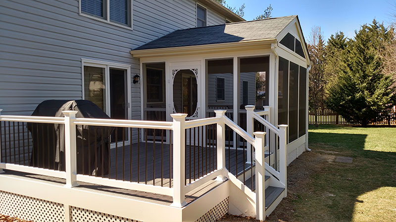 Composite and Vinyl Deck 23