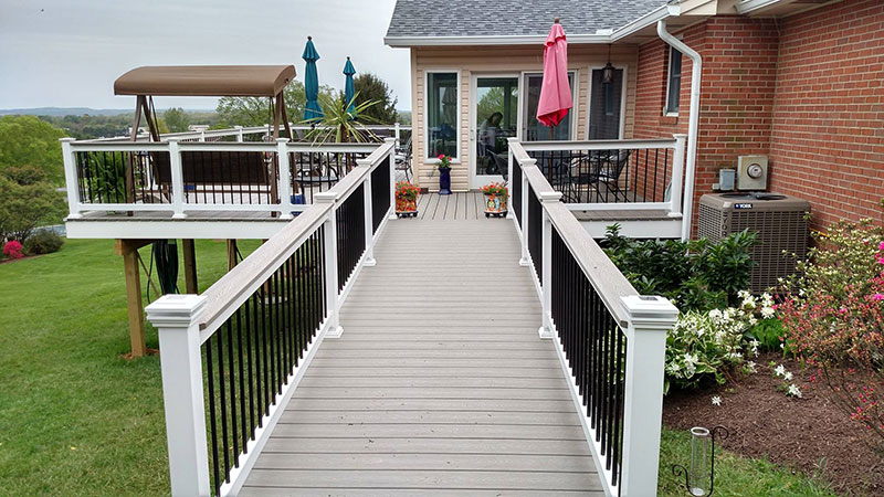 Composite and Vinyl Deck 30