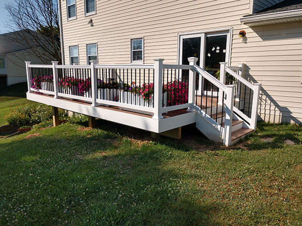Composite and Vinyl Deck 31