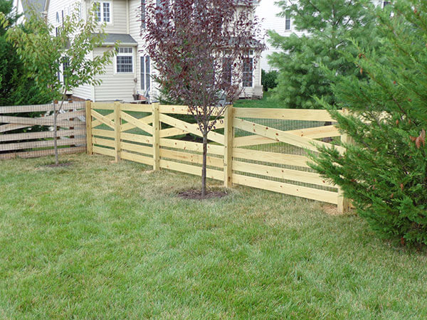 6' Board Estate Fence with Wire