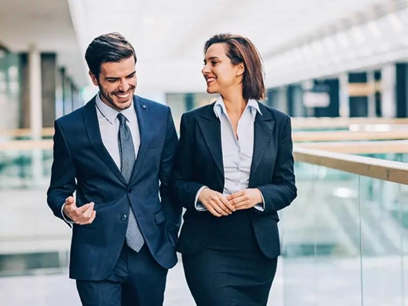 5 مؤشرات تدل على أن مديرك معجب بك