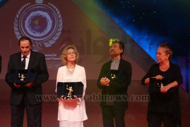 وزير الثقافة تكرم رواد المسرح العربي والعالمي بالأوبرا