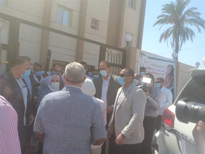 بالصور.. وزيرة الصحة تتفقد وحدة الحبيل جنوب محافظة الأقصر