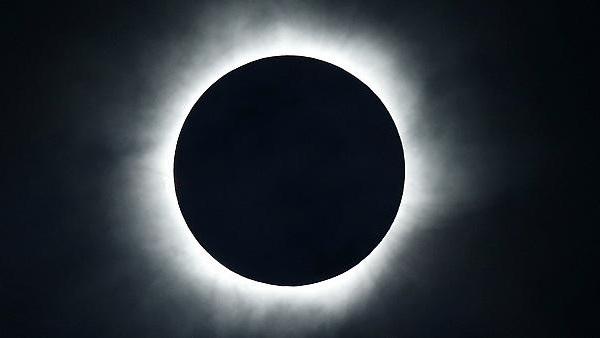 الفلكي الشوافي كسوف كلي للشمس يوم الثلاثاء محدد بالدقيقة بتوقيت