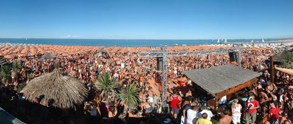 Bagno Papeete Beach Milano Marittima  Il luogo di culto per i giovani