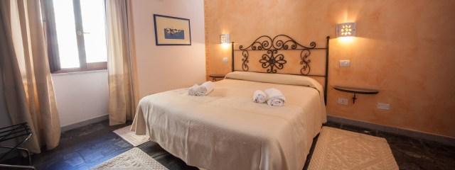 Bedroom 102 Su Ghindalu