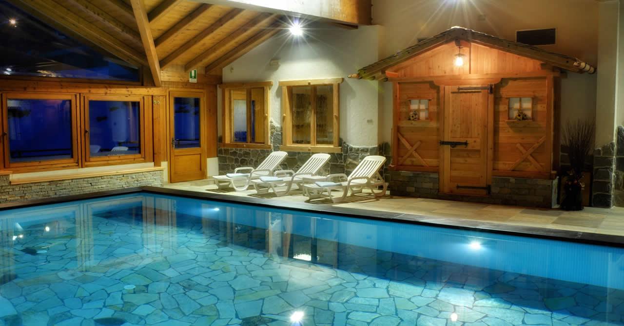 Hotel con piscina in Val di Rabbi nel Trentino nel Parco Nazionale dello Stelvio  Hotel