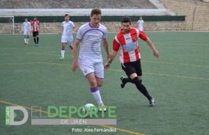Eu controla un balón durante la temporada pasada | El Deporte de Jaén