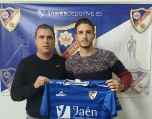 Antonio Jesús posa con la camiseta azulilla | Linares Deportivo
