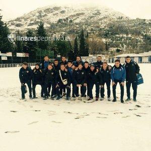 La expedición del Linares inmortalizó su paso por Los Halcones | Linares Deportivo