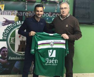 Cifu posa con la elástica verde | Atlético Mancha Real
