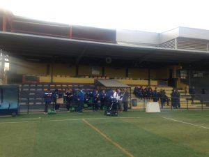 Los jugadores aguardan el inicio del partido | Pedro Expósito
