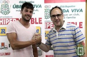 Gómez Romero posa con su portero, José Domingo | CD Úbeda Viva
