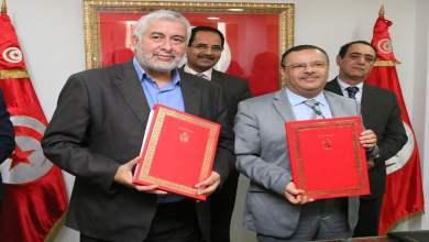 صورة امضاء اتفاقية إطارية  في مجال الإرشاد الفلاحي بين وزارة الفلاحة واتحاد الفلاحين