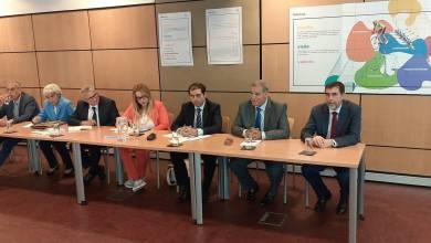 صورة وزير البيئة والشؤون المحلية يبحث سبل التعاون مع البرتغال والاتفاق على بلورة 3 مشاريع متنوعة