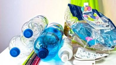 Photo de Cinq activités amusantes pour parler de la pollution par les plastiques à vos enfants