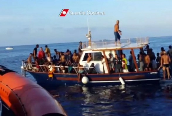 refugjatë anije 187228895.JPG