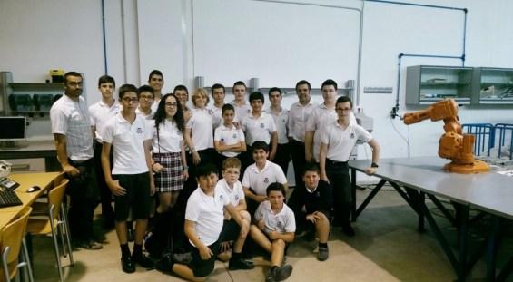 El club de robótica aSEKmov de SEK Alborán en el aula de robótica de la UAL