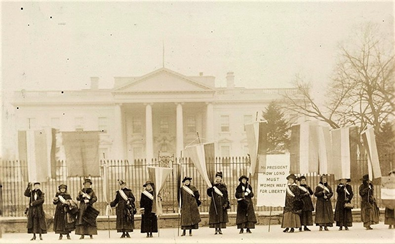 1918 Photo of National Woman's Party picketing White House