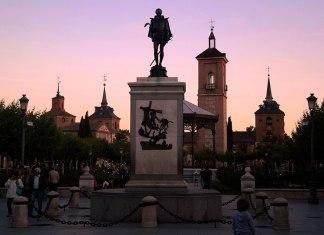 Atardececer en la Plaza de Cervantes