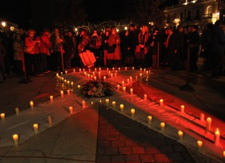 48 velas rinden homenaje a la mujeres víctimas de la violencia machista