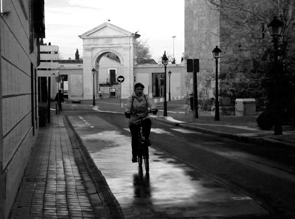 En bici por la Puerta de Madrid