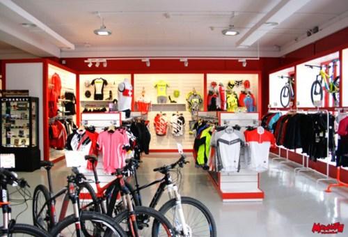 Interior de la nueva tienda Mammoth en Alcalá de Henares