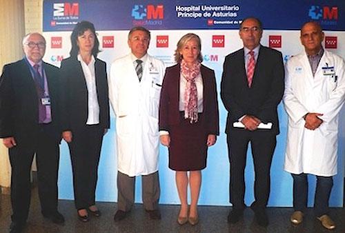 Santiago Artillo, director médico del HUPA, segundo por la derecha en la foto ( con traje y corbata )