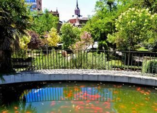 Alcalá desde el estanque de los peces del parque O´Donnell