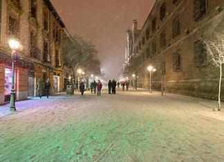 Nocturna de la calle Libreros nevada
