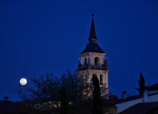 La luna llena de Semana Santa en la ciudad patrimonio