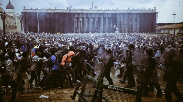 Colapso en Colombia entre pandemia, reforma tributaria y protestas