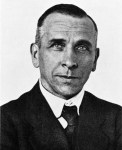 """Alfred Wegener ca.1924-30"" by Unknown - Bildarchiv Foto Marburg Aufnahme-Nr. 426.294. Licensed under Public Domain via Wikimedia Commons - http://commons.wikimedia.org/wiki/File:Alfred_Wegener_ca.1924-30.jpg#mediaviewer/File:Alfred_Wegener_ca.1924-30.jpg"