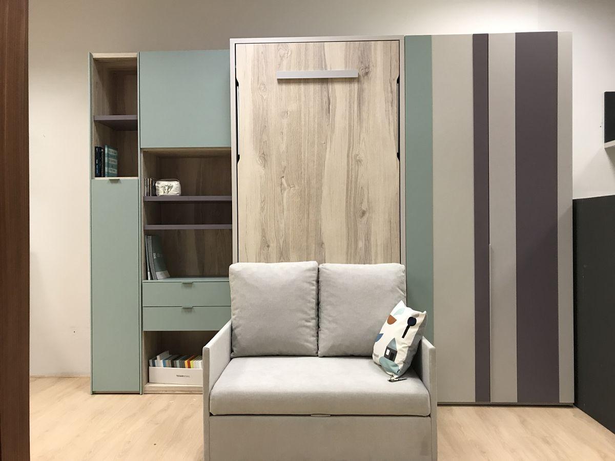 Dormitorio juvenil con cama abatible vertical y sof