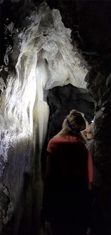 Mystérieuse Montagne Bourbonnaise : la grotte des fées