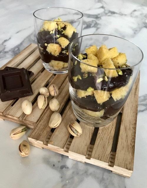 Crema al cioccolato in bicchiere