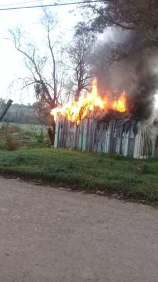 Incêndio destrói casa no bairro Macedo